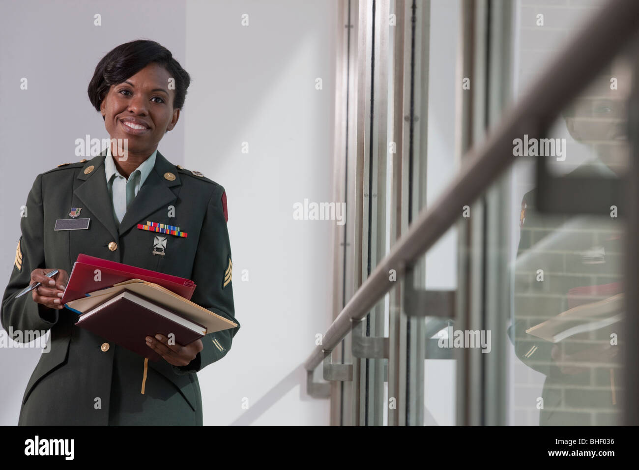 Female doctor of US army holding diaries - Stock Image