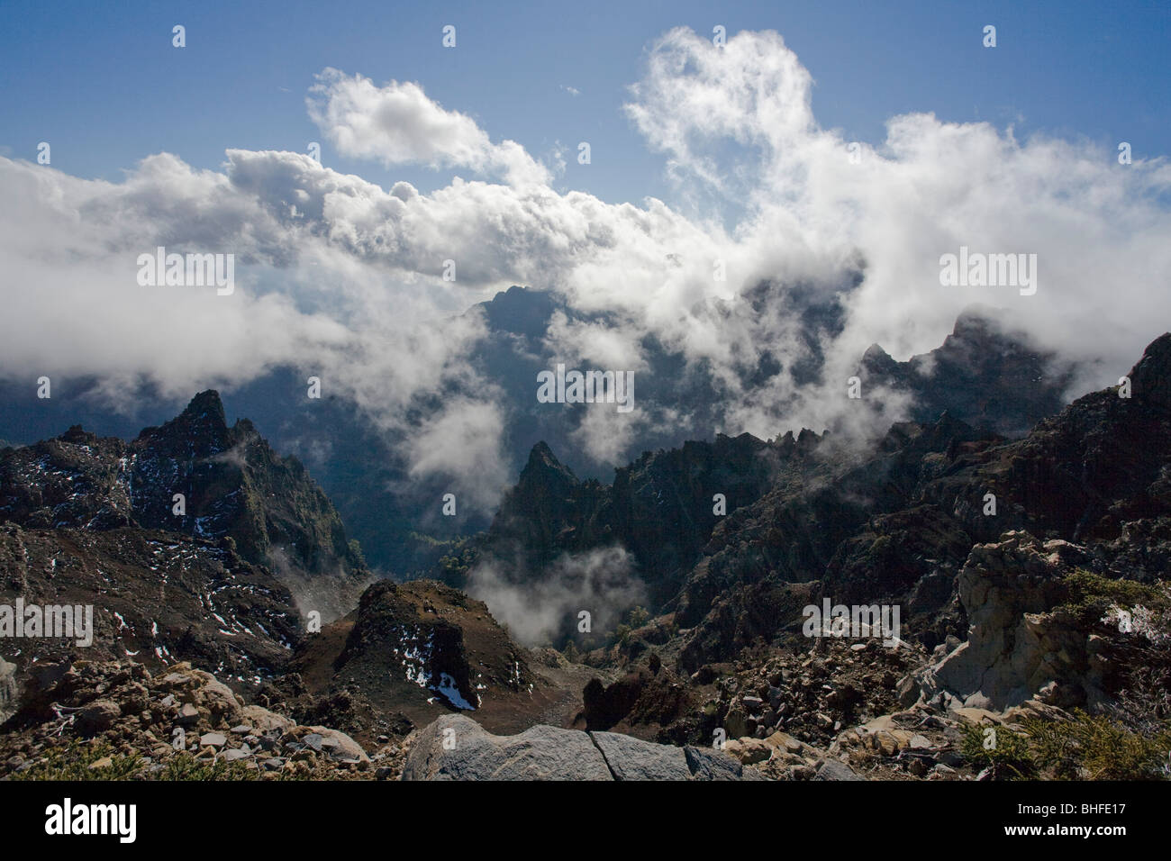 Viewpoint near Pico de la Cruz (2351m), view into the giant crater of the extinct volcano and towards the Atlantic - Stock Image