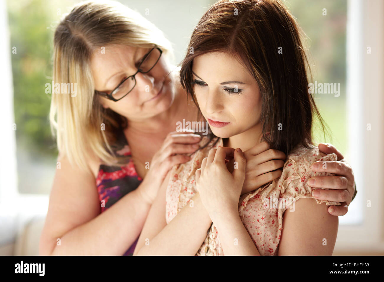 Mother consoling daughter - Stock Image