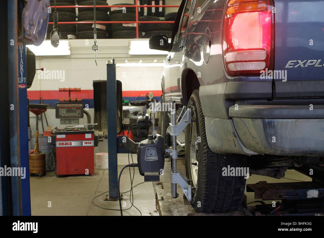 Wheel alignment in high tech auto service shop - Stock Image