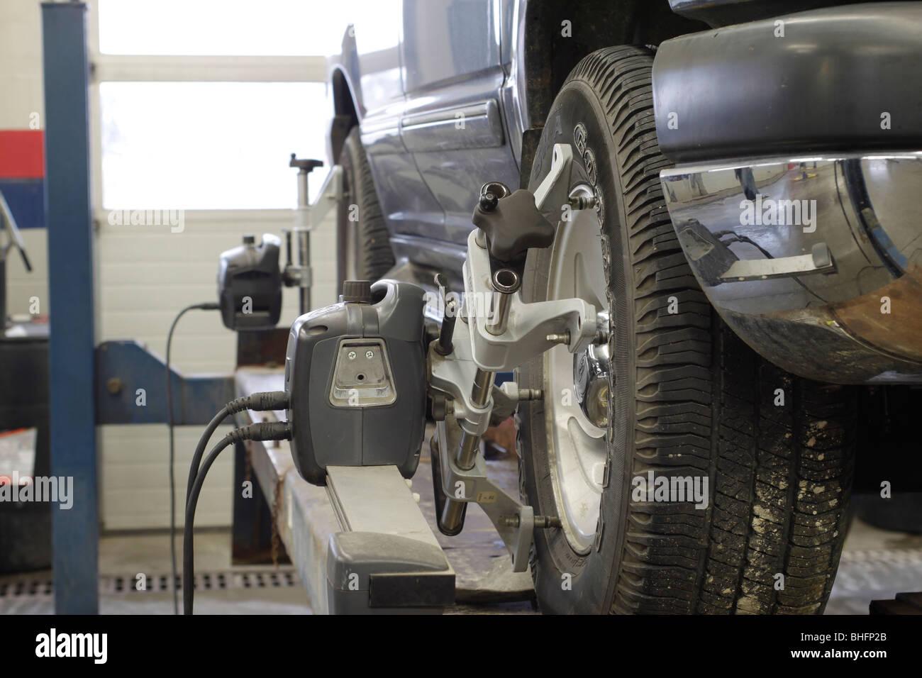 High tech wheel alignment in auto service shop - Stock Image