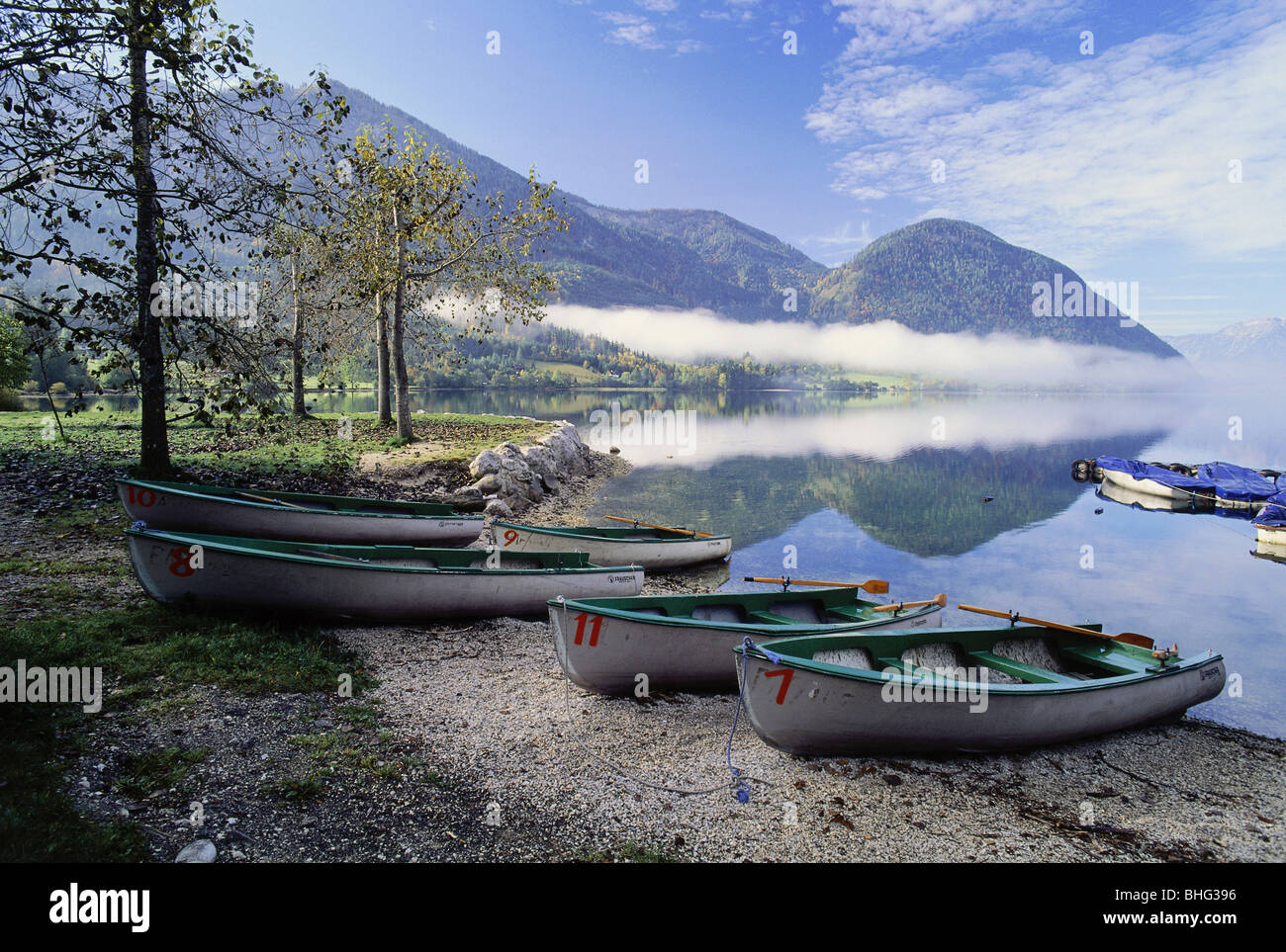 geography / travel, Austria, Styria, landscapes, view of the Grundlsee (Grundl Lake), rowing boats, Additional-Rights - Stock Image