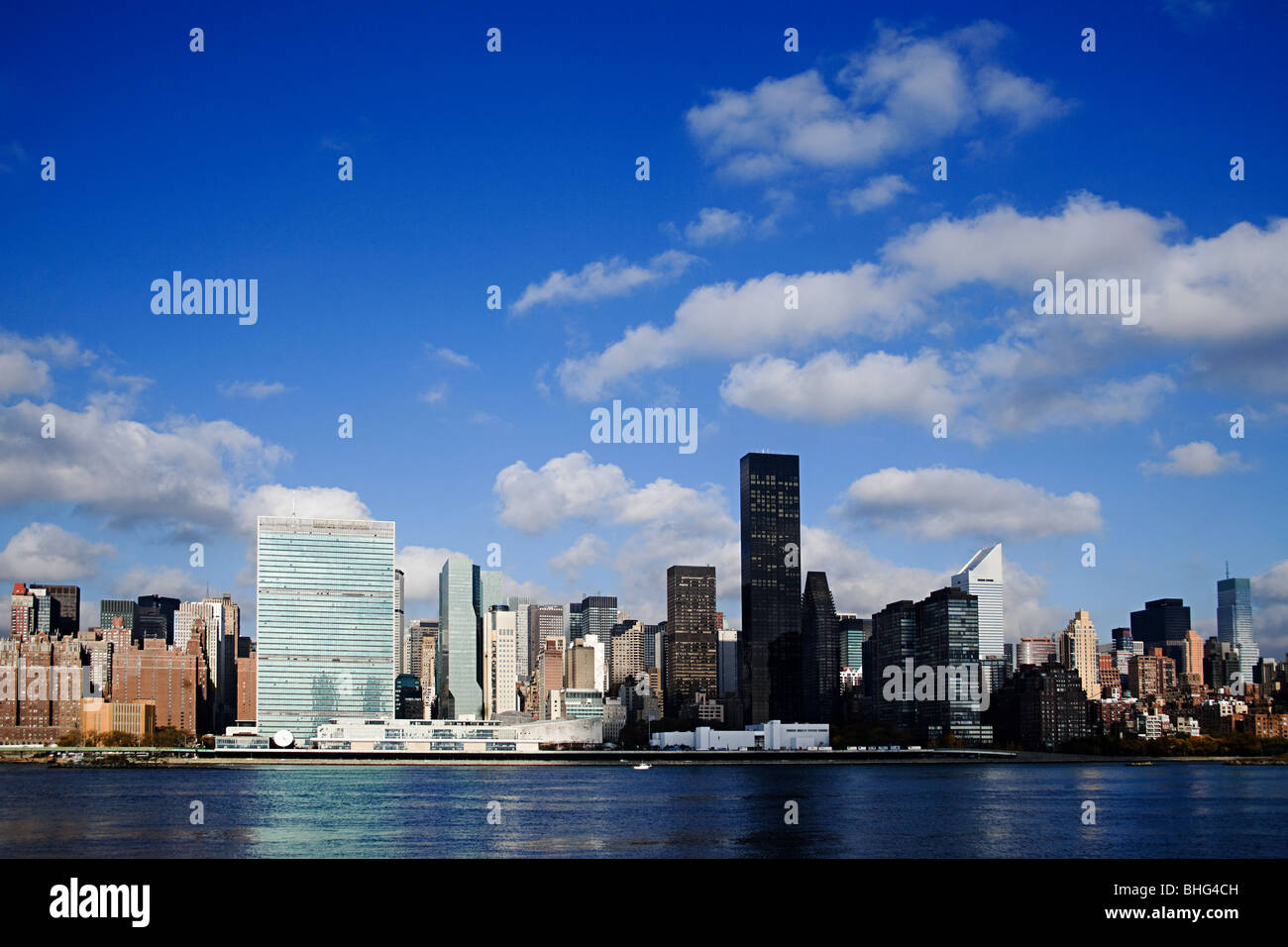 East river and manhattan skyscrapers - Stock Image