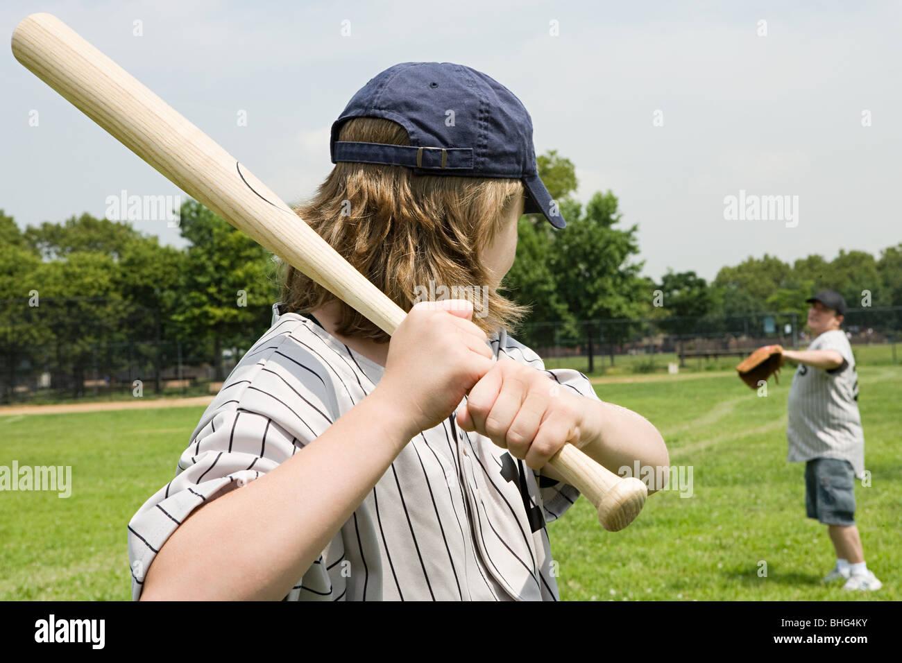 Father and son playing baseball - Stock Image