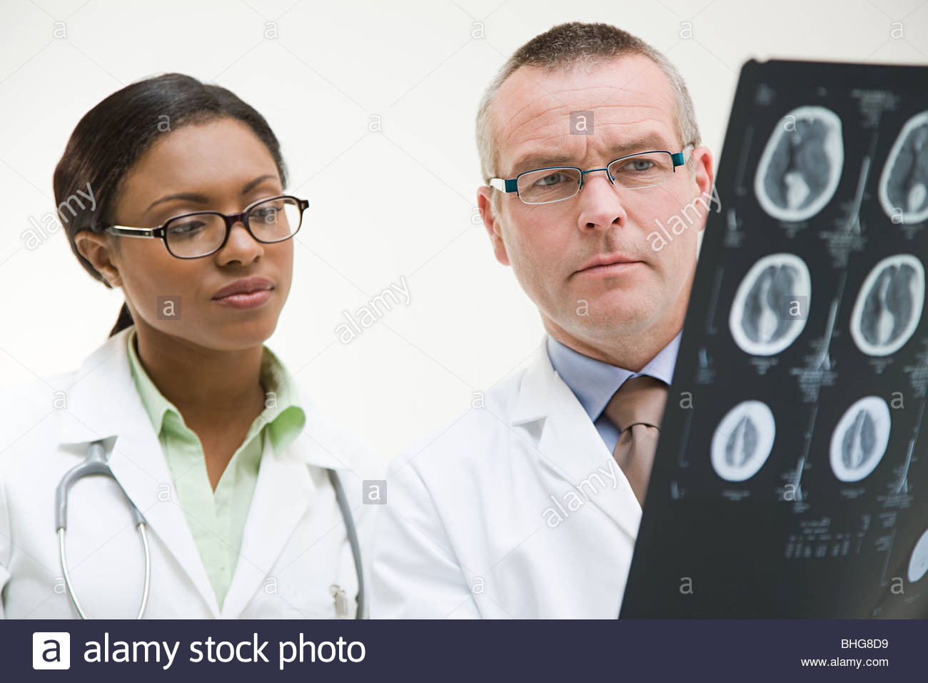 Doctors looking at mri scan - Stock Image
