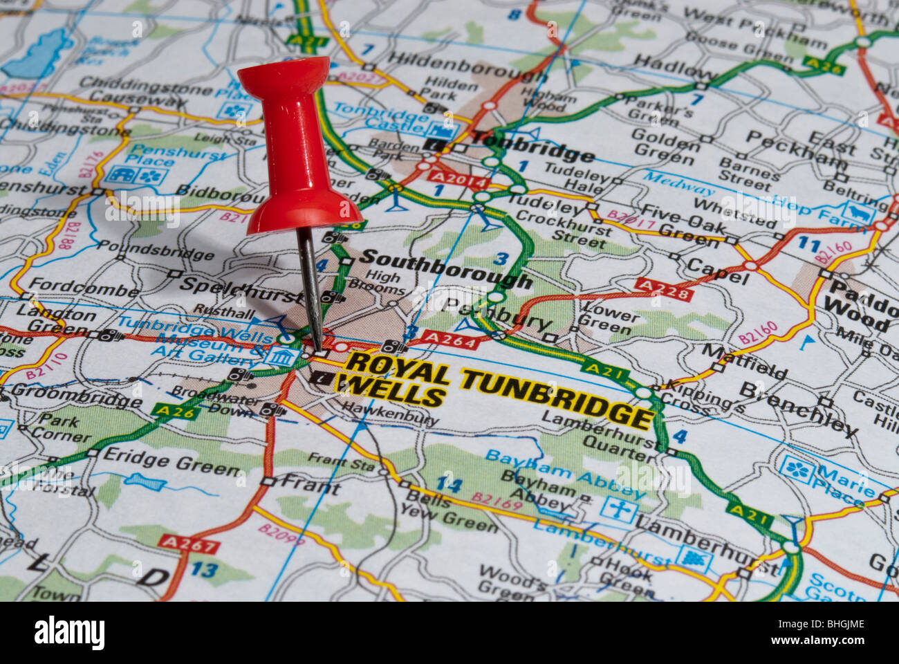 Tunbridge Wells Map red map pin in road map pointing to city of Royal Tunbridge Wells