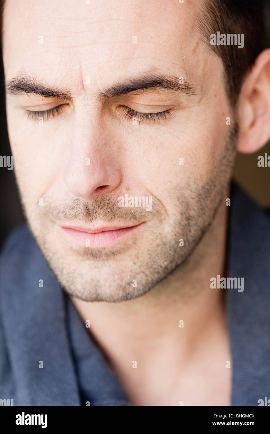 man listening with eyes closed - Stock Image
