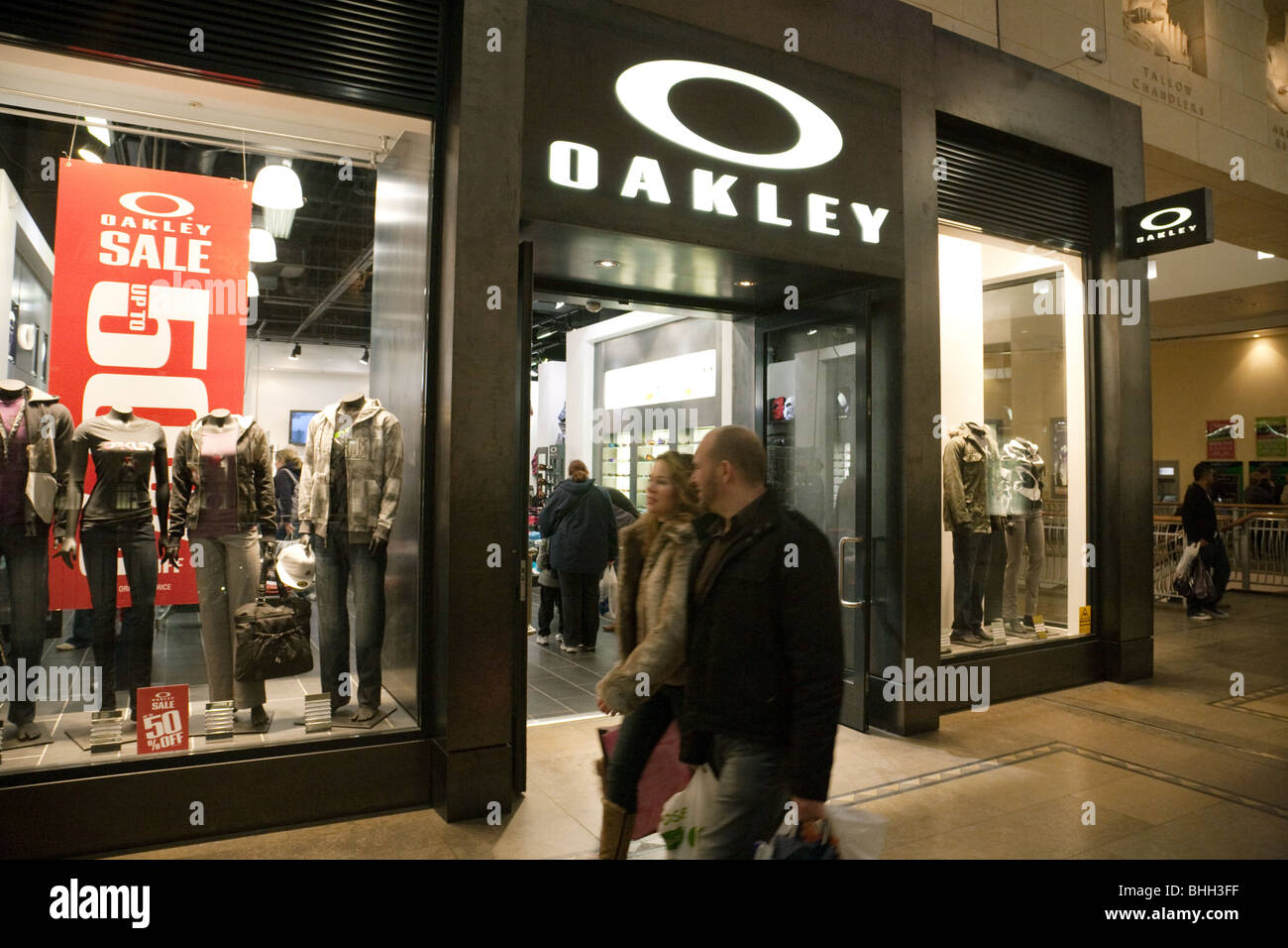 e0a462f5b82 Oakley Shop Stock Photos   Oakley Shop Stock Images - Alamy