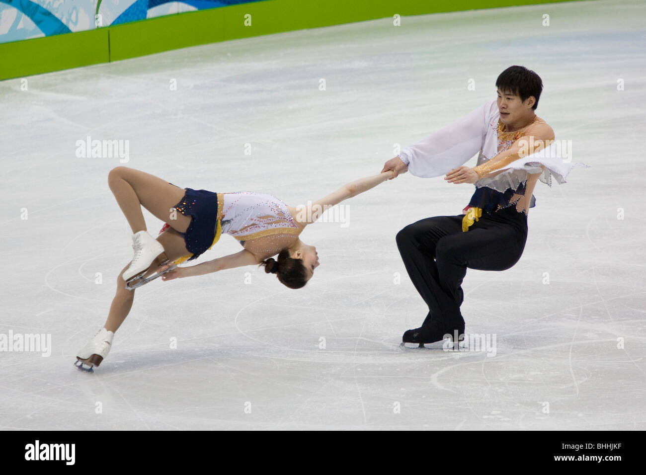 Zhang Dan and Zhang Hao (CHN) competing in the pairs short the 2010 Olympic Winter Games, Vancouver, British Columbia - Stock Image