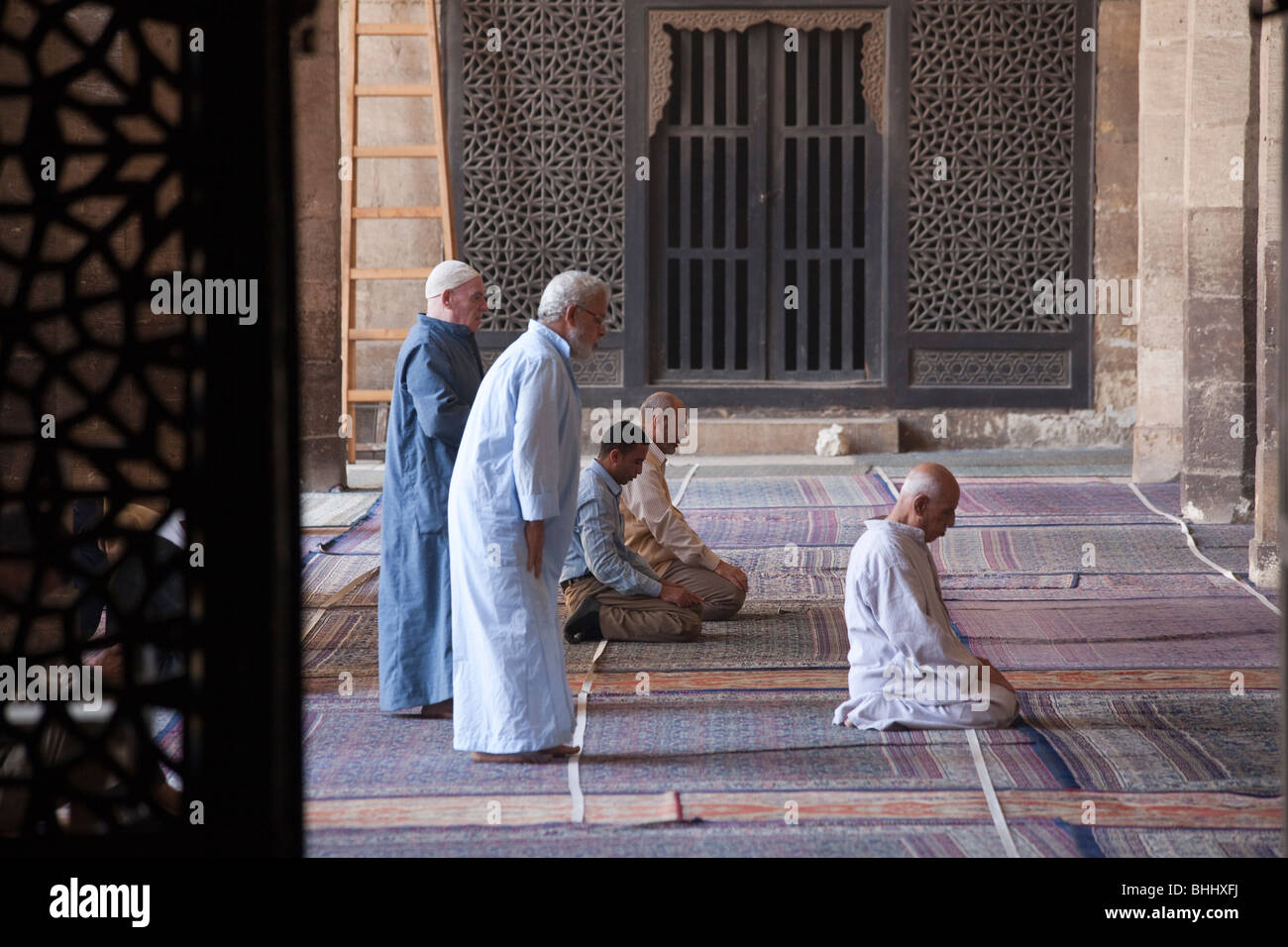 Muslims praying at the Farag ibn Barquq complex, northern cemetery, Cairo, Egypt - Stock Image