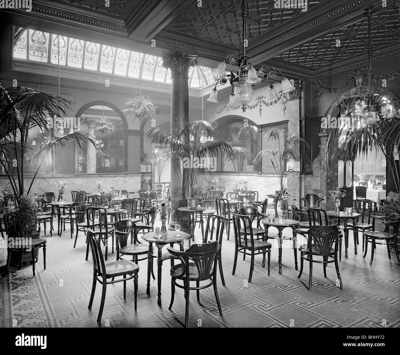The winter garden in the Monico Restaurant. Shaftesbury Avenue, Westminster, London, 1915. Artist: Bedford Lemere - Stock Image