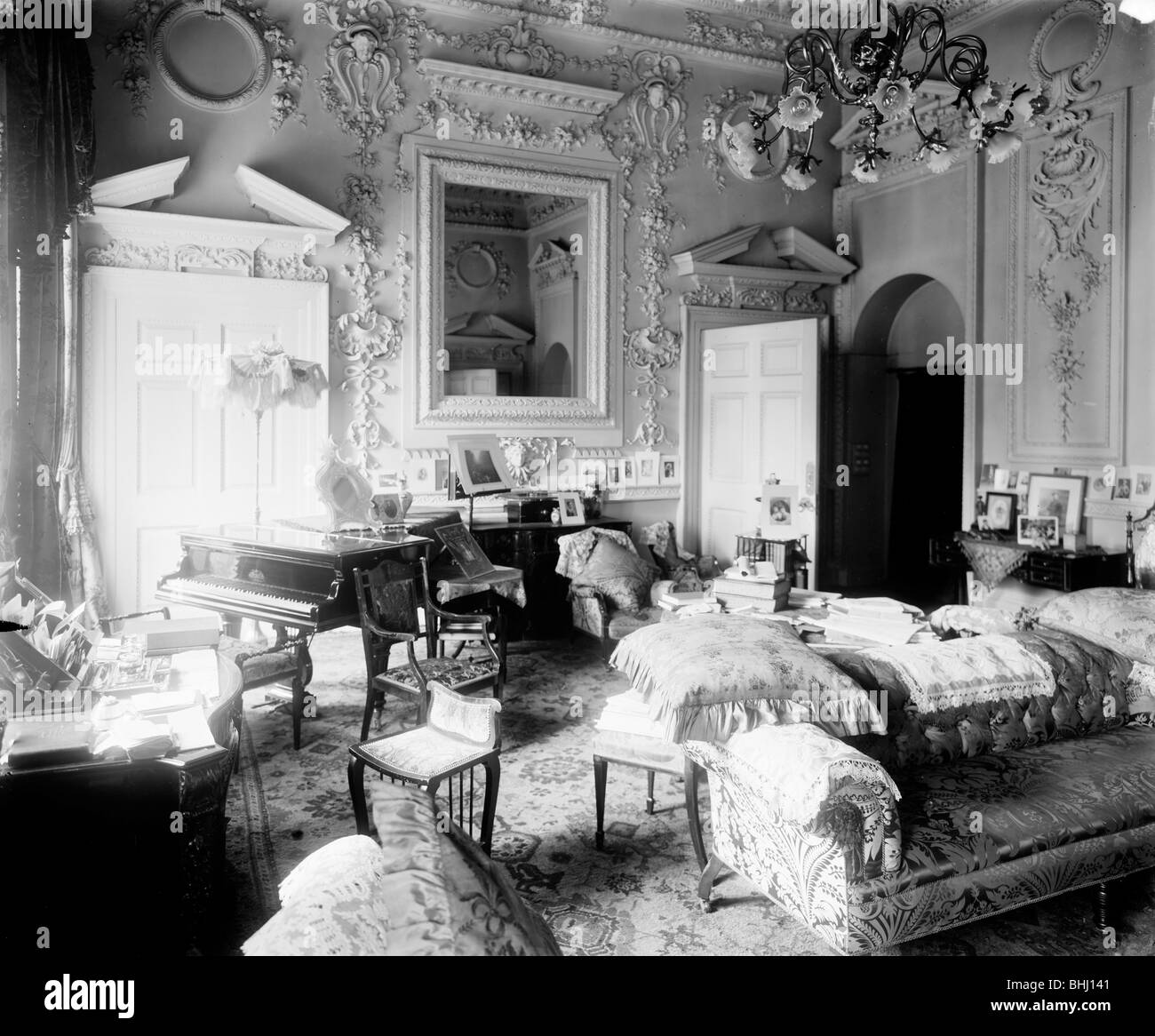 Boudoir in the Mansion House, City of London, c1897. Artist: Alfred Newton & Sons - Stock Image