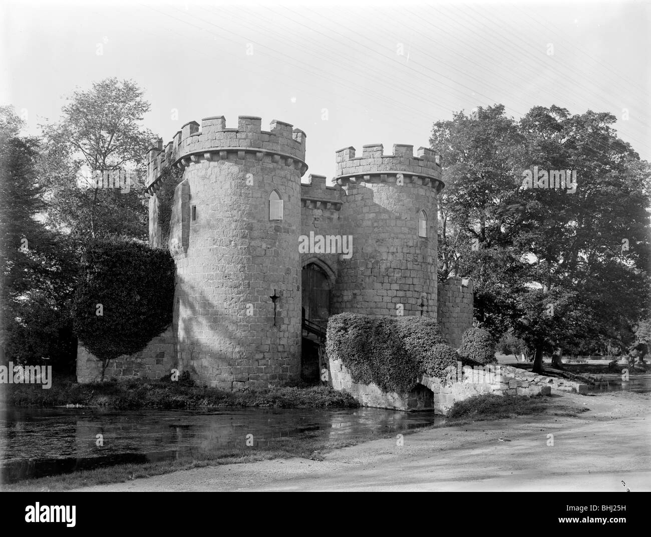 Gatehouse at Whittington Castle, Shropshire, 1935. Artist: Nathaniel Lloyd - Stock Image