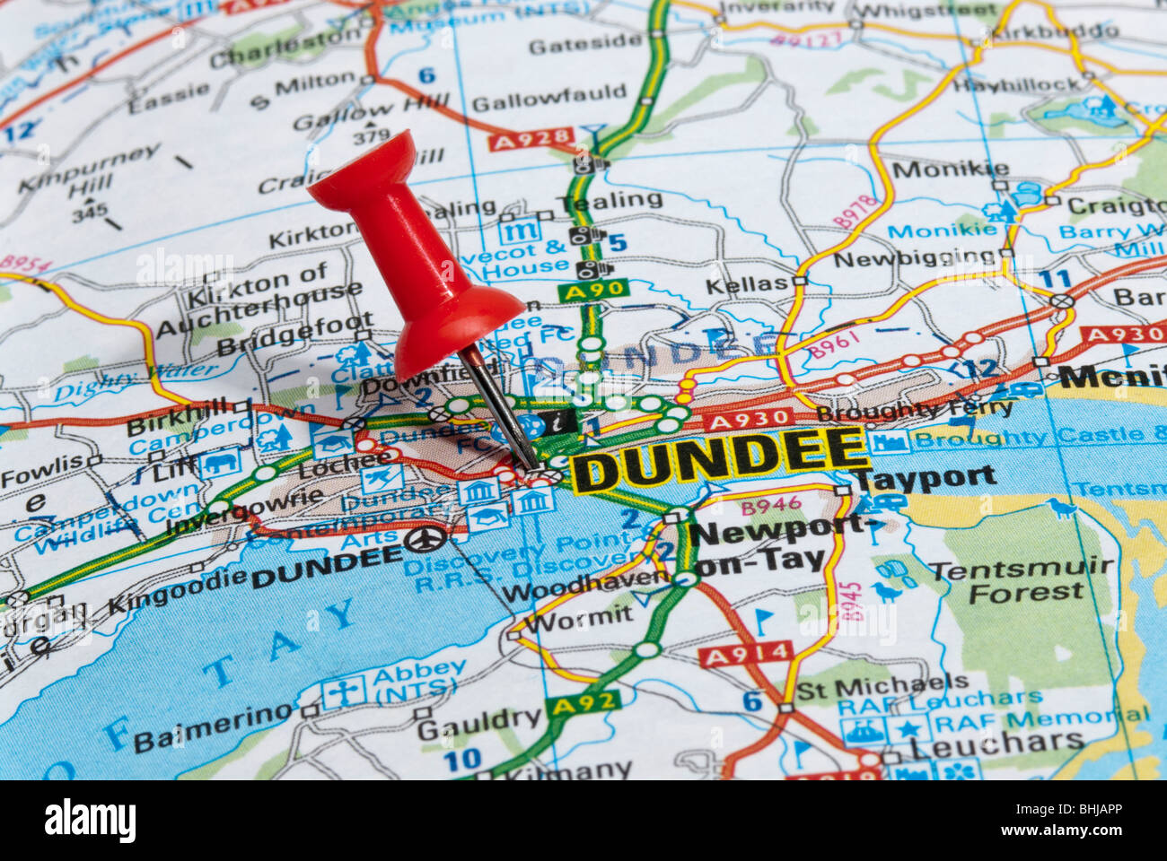 red map pin in road map pointing to city of Dundee Stock Photo