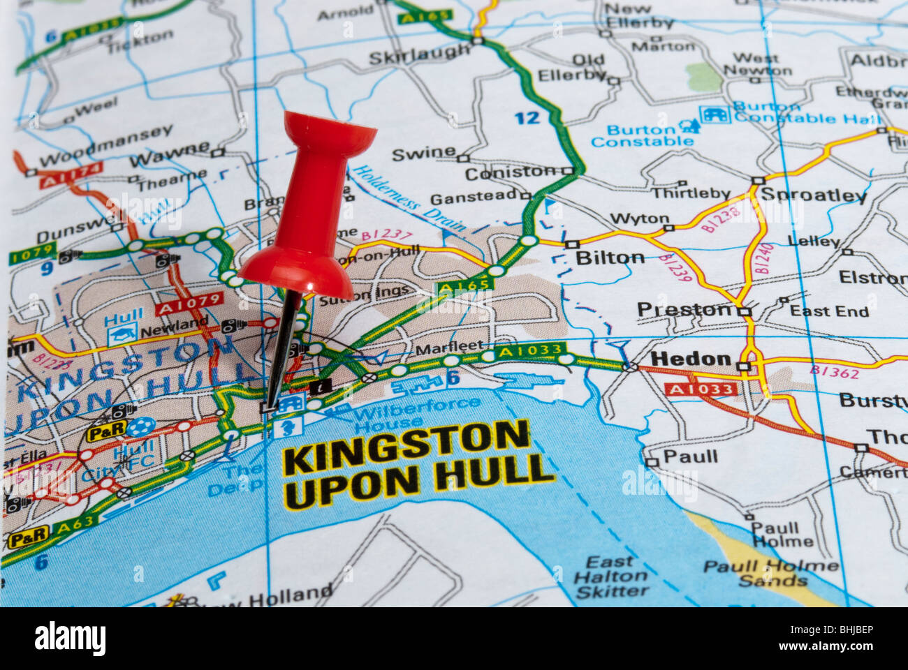 red map pin in road map pointing to city of Kingston upon Hull Stock