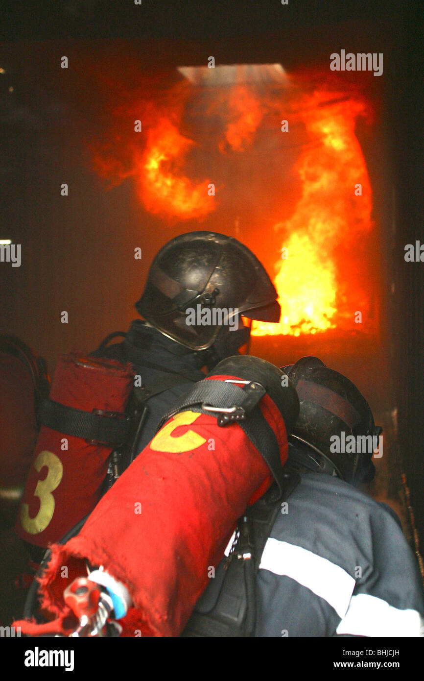 FLASH OVER IN A CONTAINER, BASIC TRAINING FOR PROFESSIONAL FIREFIGHTERS, DEPARTMENTAL SCHOOL OF LES YVELINES (78), - Stock Image