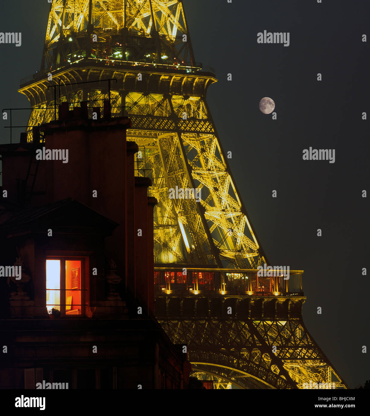 Light Tower Apartment: Top Floor Apartment Eiffel Tower Stock Photos & Top Floor