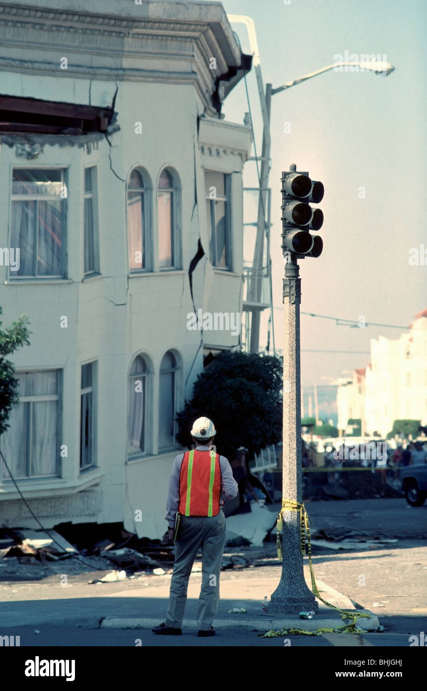 City engineer looking at a collapsed apartment building in the Marina District after the 1989 San Francisco earthquake - Stock Image