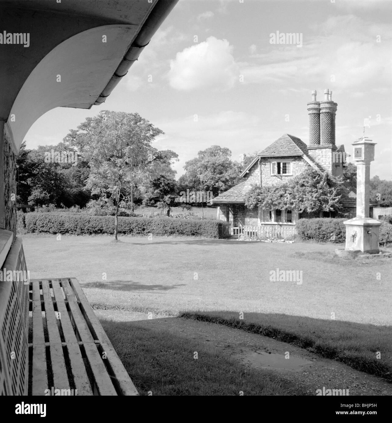 Dial Cottage, Hallen Road, Blaise Hamlet, Henbury, Bristol, 1945. Artist: Eric de Maré - Stock Image