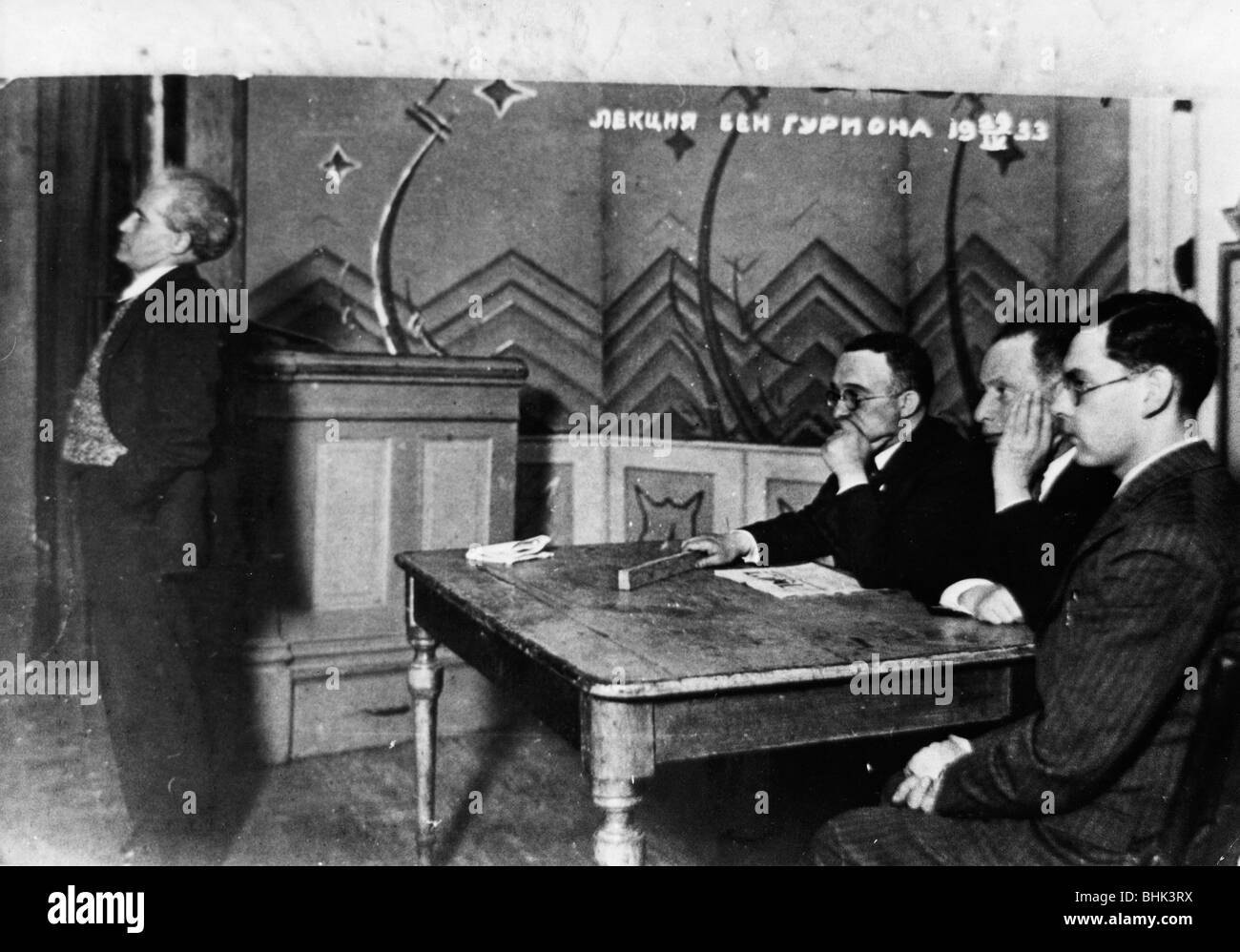 David Ben Gurion (1886-1973) bringing news from Palestine to a Zionist meeting in Lithuania, 1933. - Stock Image