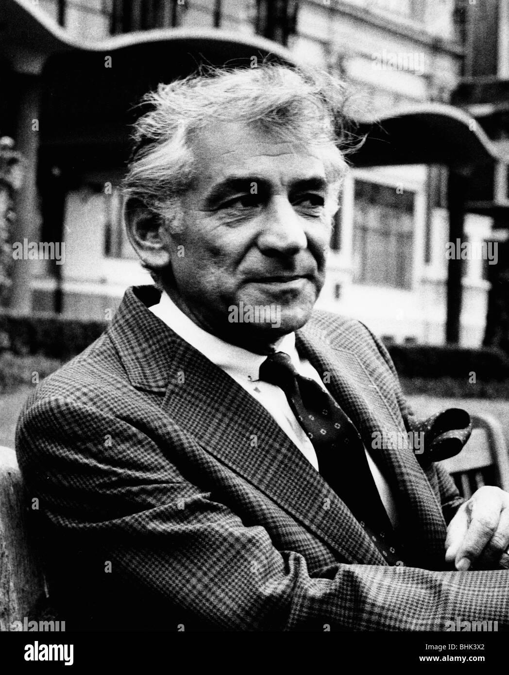 Leonard Bernstein (1918-1990), American composer, outside the Savoy Hotel, London. - Stock Image