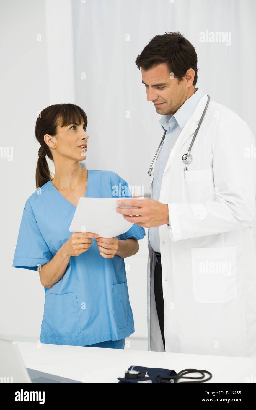 Nurse showing document to doctor - Stock Image