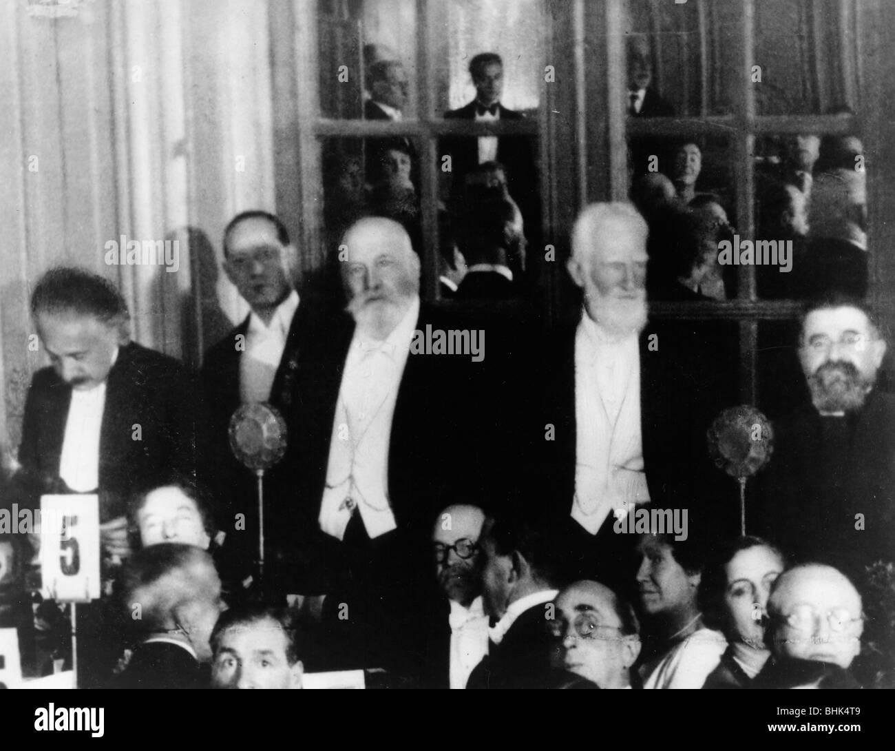 Albert Einstein (1879-1955), George Bernard Shaw (1856-1950), and H.G. Wells (1866-1946), 1930. - Stock Image