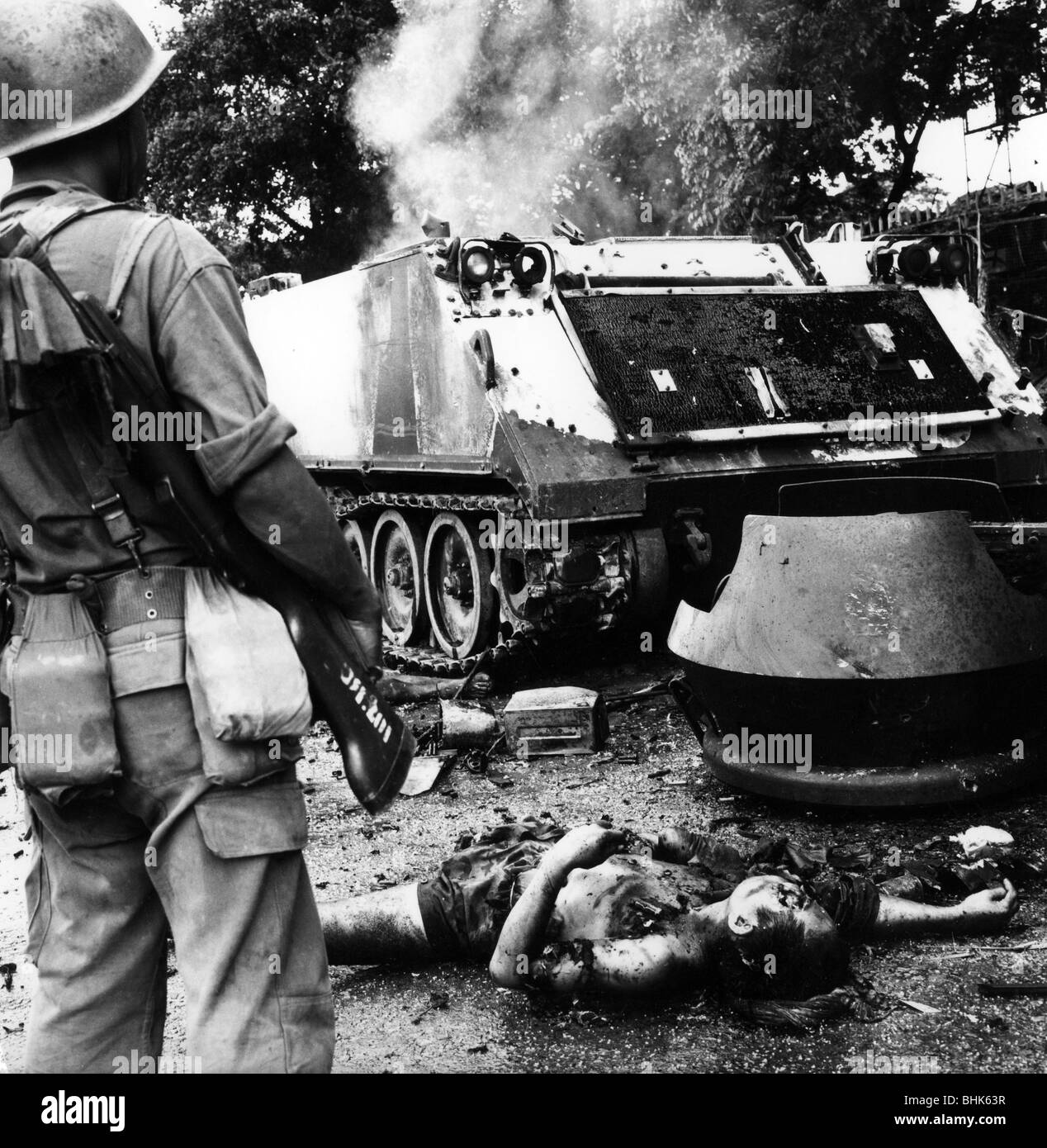 events, Vietnam War, dead bodies and a destroyed military vehicle after a Viet Cong attack on Phnom Penh, the capital - Stock Image