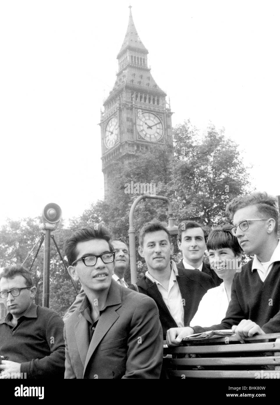 Israeli secondary school students, Westminster Pier, London, 26 July 1966. - Stock Image
