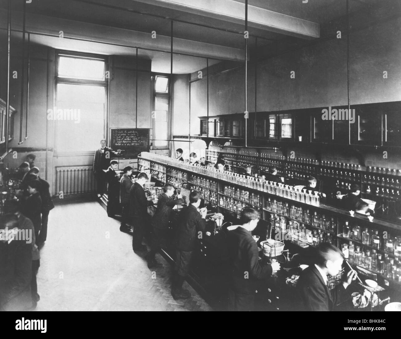 Science laboratory at the Jewish Free School, (c1950s?). - Stock Image