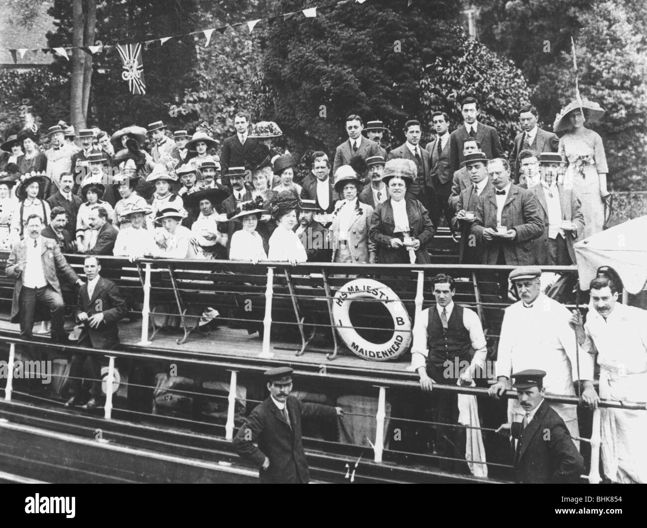 Jewish Free School staff outing on the River Thames, c1910. - Stock Image