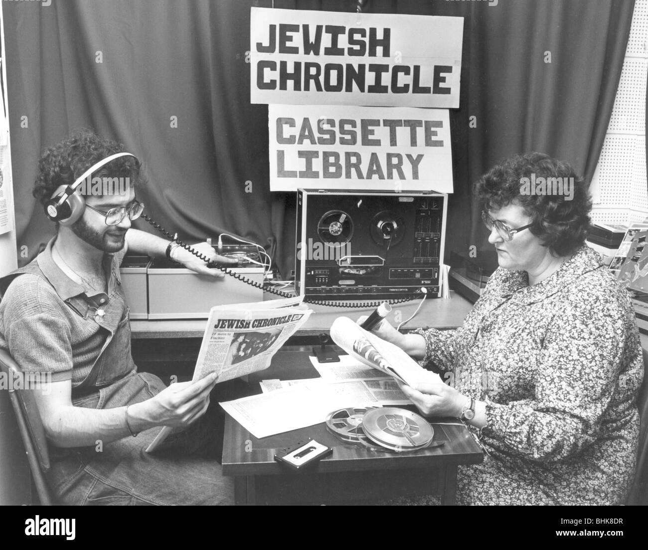 Recording the Jewish Chronicle cassette for the Jewish Blind Society, London, 1980. Artist: Sidney Harris - Stock Image