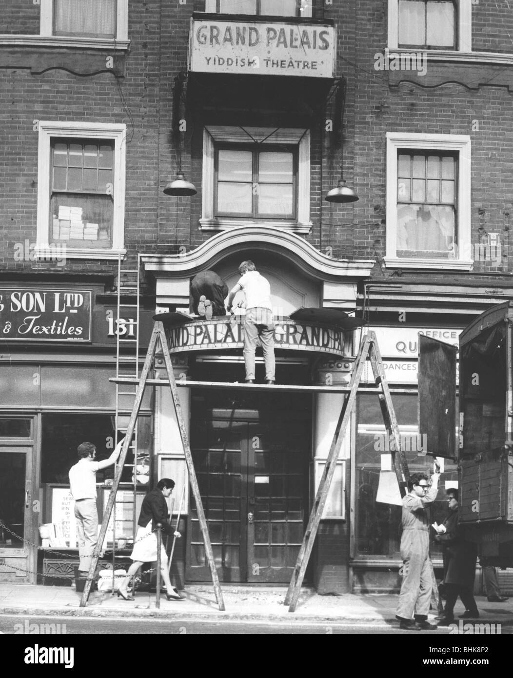 Closure of the Grand Palais Yiddish theatre, London, October 1970. - Stock Image