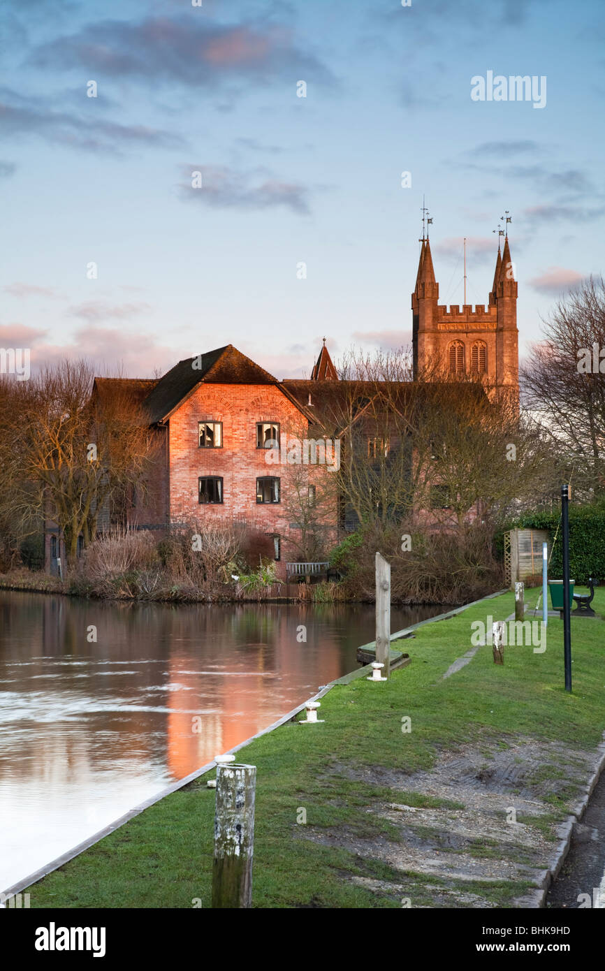 St Nicholas Church and the River Kennet from West Mills in Newbury, Berkshire, Uk - Stock Image