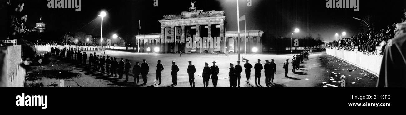 Fall of the Berlin Wall 1989, in front of the Brandenburger Tor - Stock Image