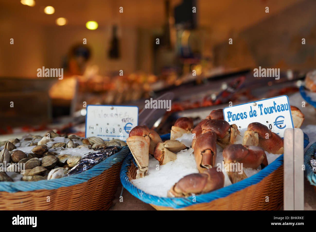 Lobster claws in Rue Mouffetard, Paris, France - Stock Image