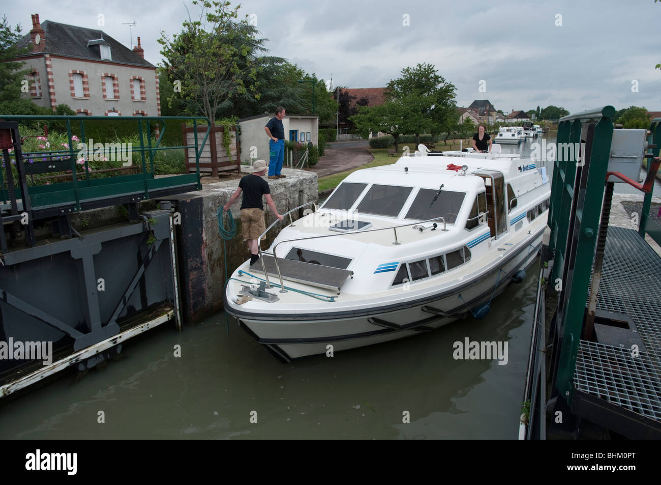 boat goes through lock on the Canal Lateral a la Loire, Cher, France - Stock Image