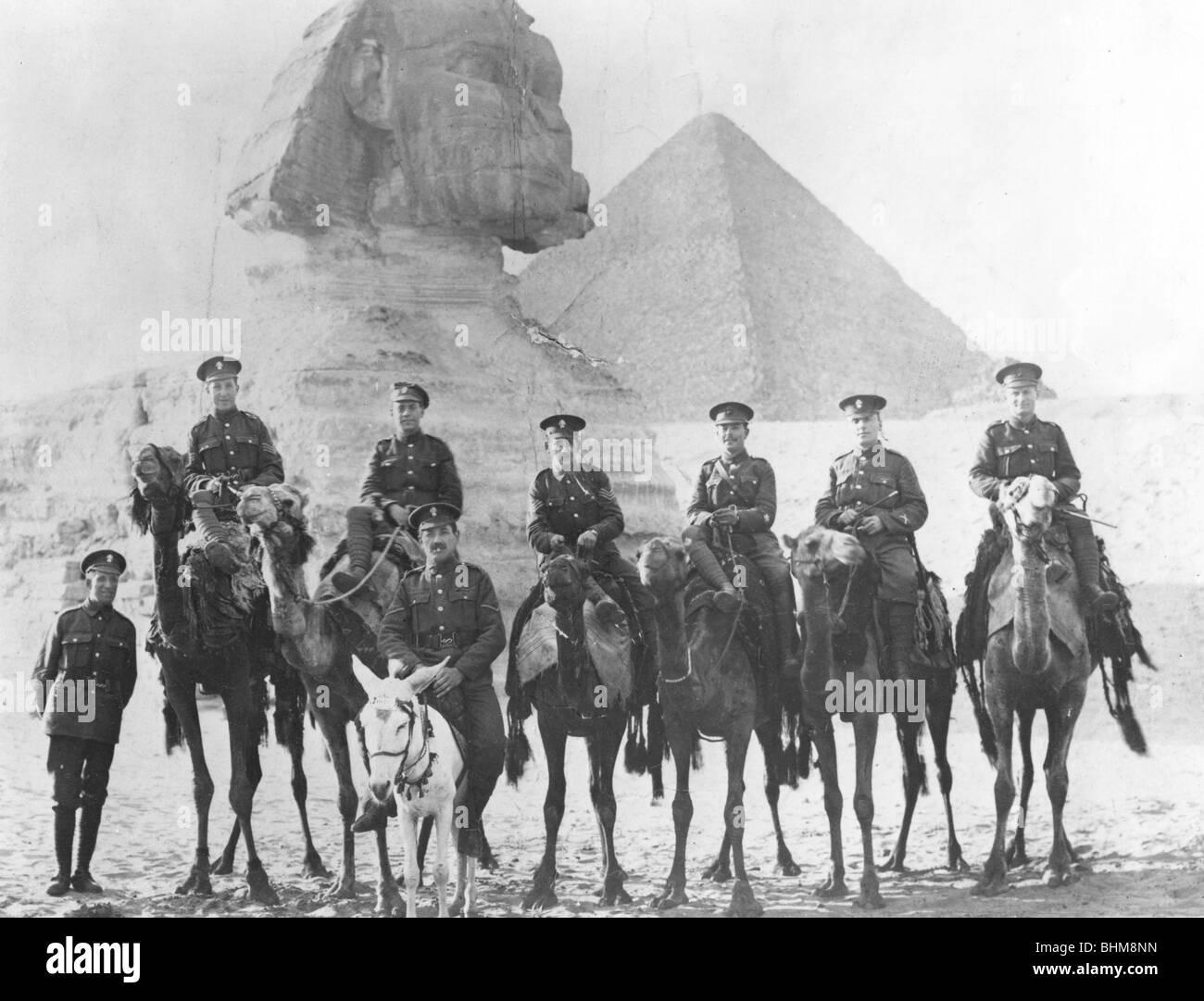 Jewish Legionaries on camels, Gizeh, Egypt, World War I, 1915-1918. - Stock Image