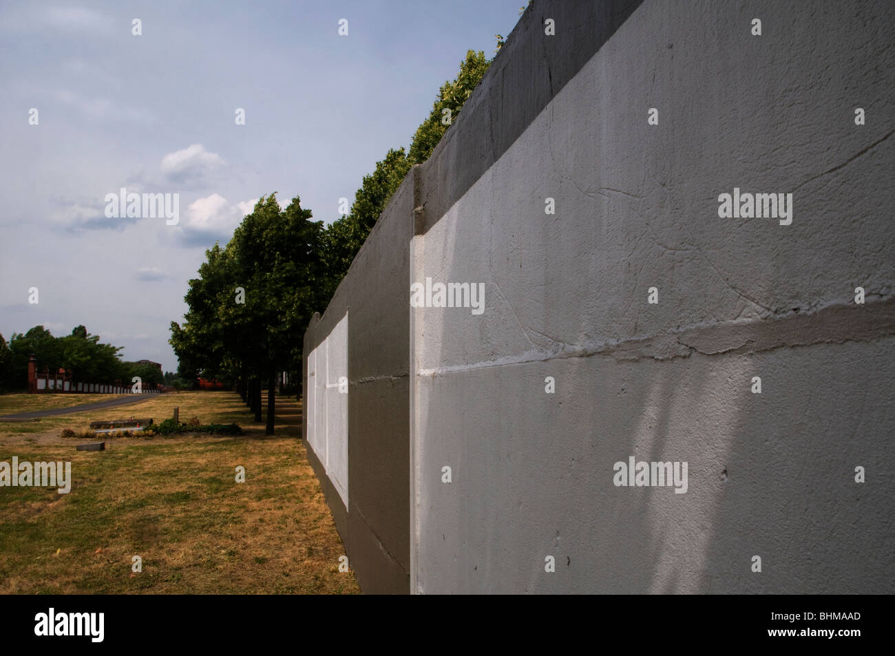 Remains of the wall that divided East and West of the city in Invaliden friedhof cemetery, Tiergarten quarter. Berlin, - Stock Image