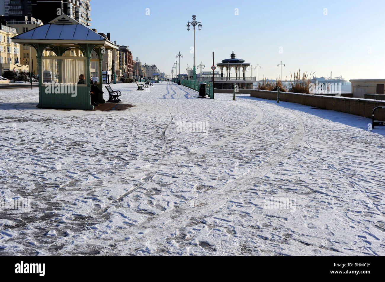 Brighton seafront deserted after heavy snow - Stock Image