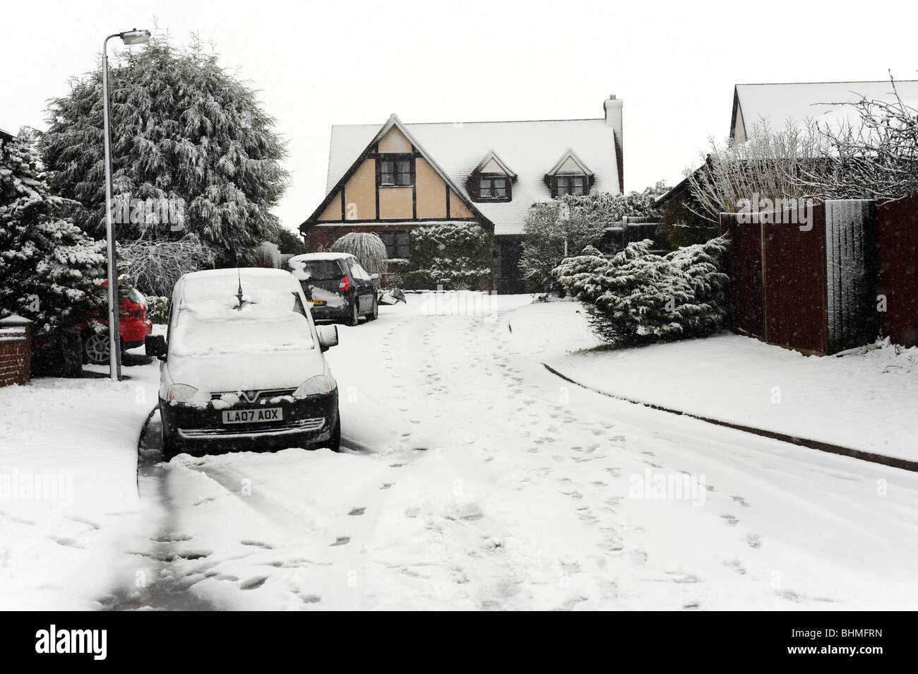 Heavy snow covers everything in this cul-de-sac in peacehaven - Stock Image
