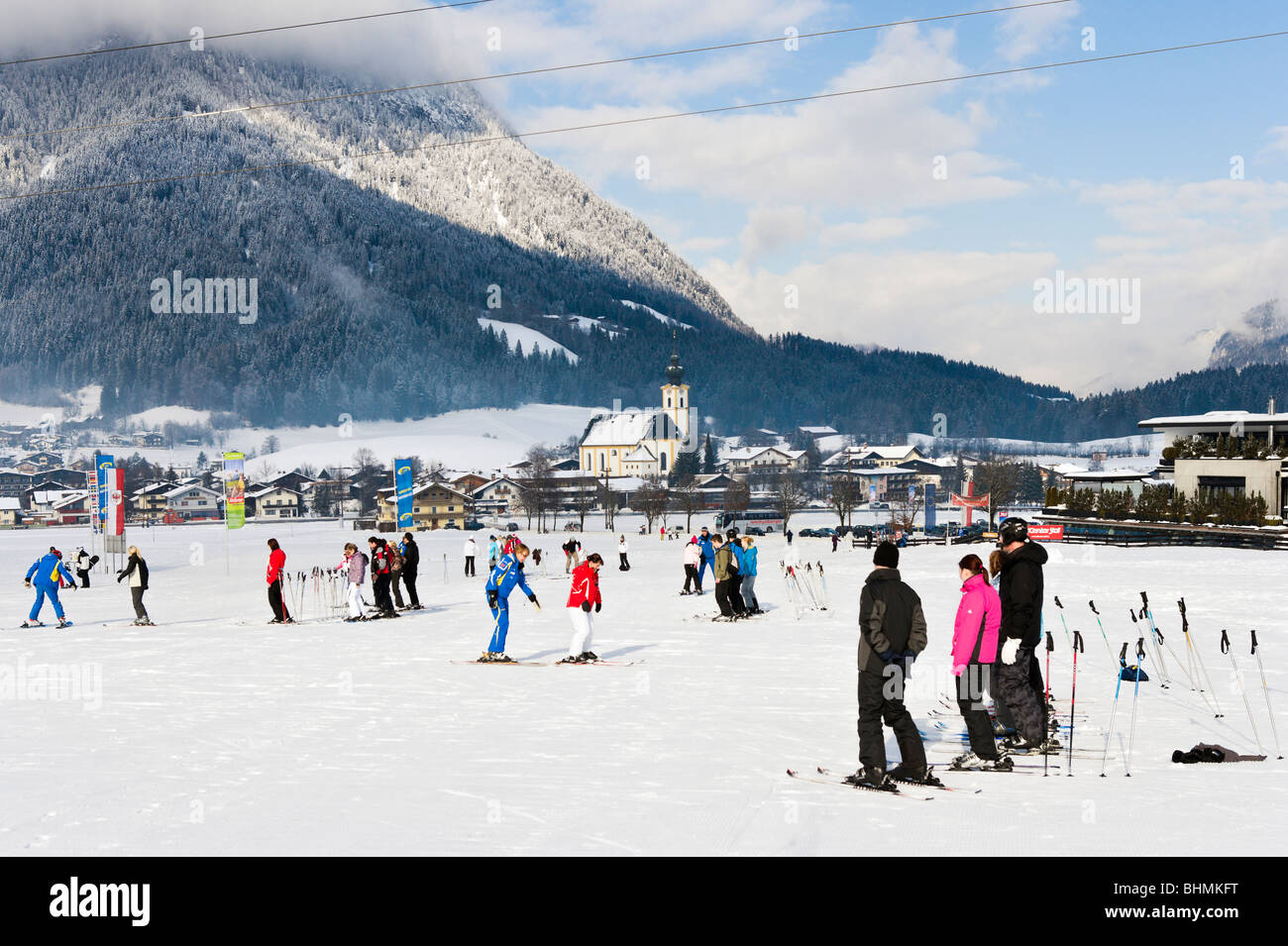 Ski school on the nursery slopes just outside the resort of Soll, SkiWelt ski region, Tyrol, Austria - Stock Image