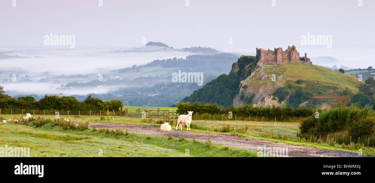 Carreg Cennen Castle at dawn on a misty summer morning, Brecon Beacons National Park, Carmarthenshire, Wales, UK. - Stock Image