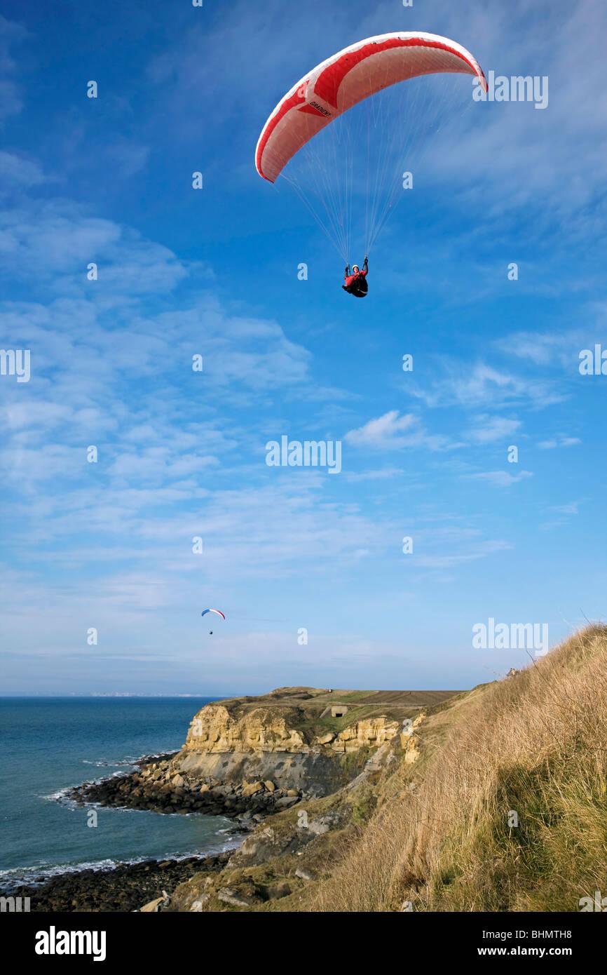 Paragliders above sea cliffs at Cap Gris Nez, Côte d'Opale, France Stock Photo