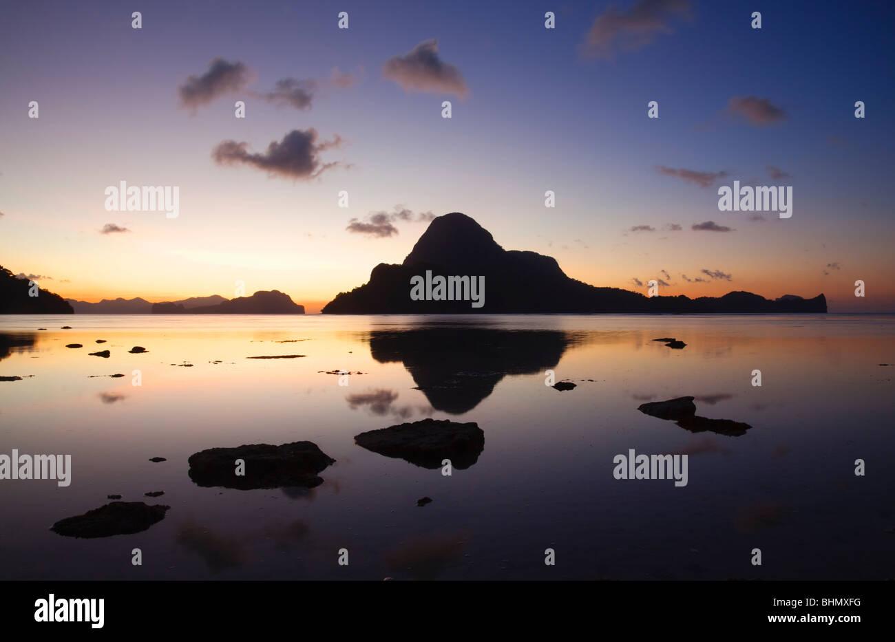 Sunset over Cadlao Island; El Nido; Bacuit Bay; Palawan; Philippines. - Stock Image