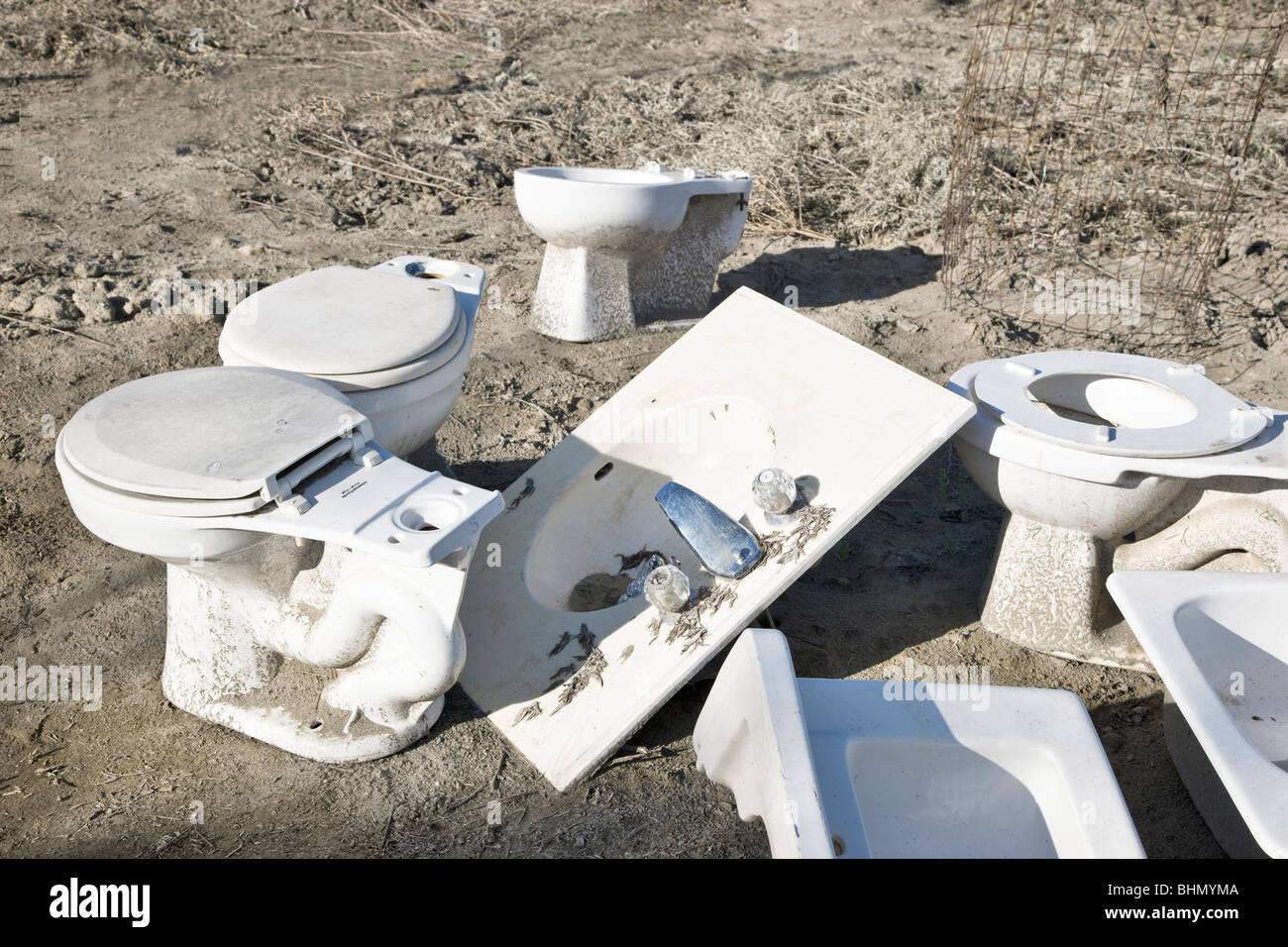 Discarded porcelain toilets & sinks. - Stock Image