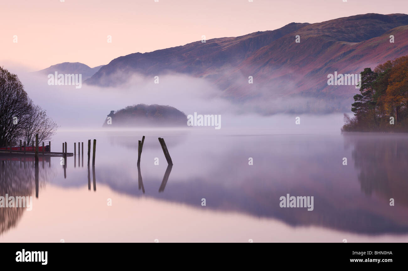 Mist surrounds a peaceful Derwent Water at dawn, Lake District National Park, Cumbria, England. Autumn (November) - Stock Image