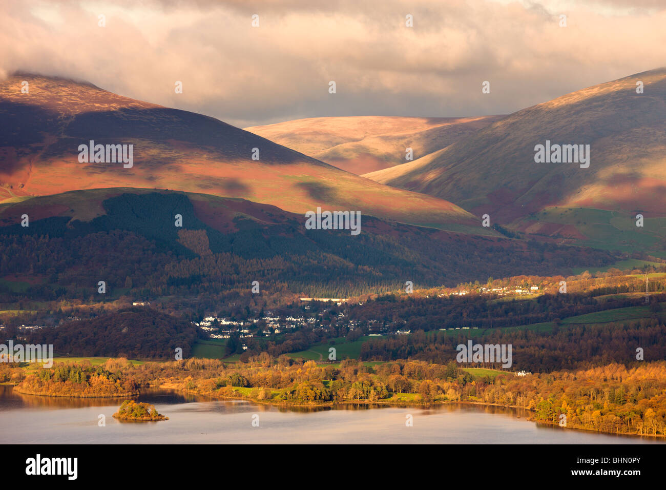 Looking over Derwent Water to Keswick and the mountains of Lonscale Fell and Blencathra, Lake District National - Stock Image