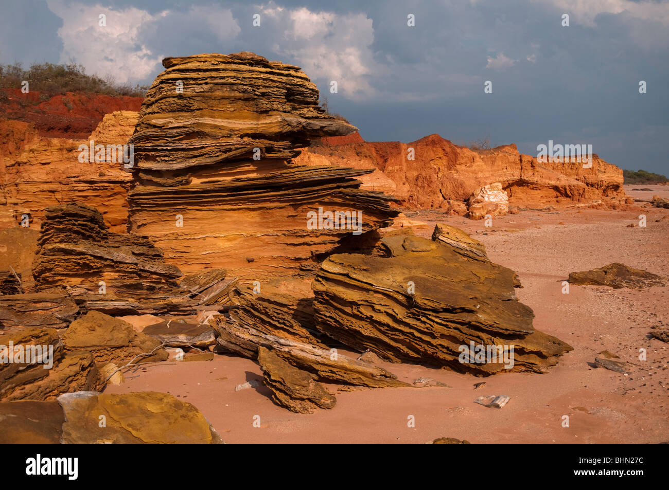 Ruigged red cliff and sandstone rock formations on the West Australian coast near Broome - Stock Image