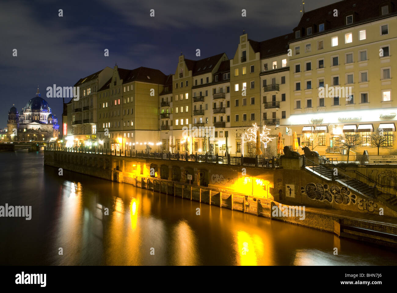 geography / travel, Germany, Berlin, Nikolai Quarter, Berlin Cathedral, Spree River, night shot, Additional-Rights - Stock Image